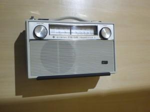 手回しラジオ 電池